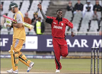 Elton Chigumbura celebrates having Matthew Hayden caught behind by Brendan Taylor