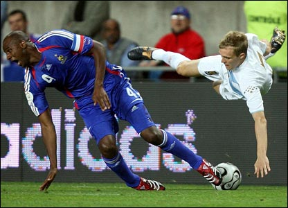 Patrick Vieira is challenged by Darren Fletcher