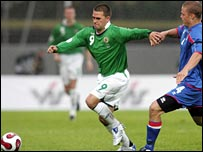 David Healy holds off Tagnar Sigurdsson in the Reykjavik game