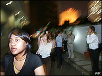 Evacuaci�n de edificio en Yakarta