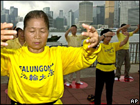 Falun gong members meditating in Hong Kong, 08/05/2001