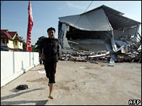 A man runs away during an after shock in Argamakmur, Sumatra on 13 September 2007