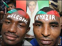 Supporters of Pakistan's former prime minister Benazir Bhutto