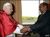 Omar al-Bashir meets the Pope