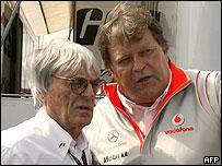 Bernie Ecclestone (izq.) y Norbert Haug, el director de Mercedes F1 (der.)