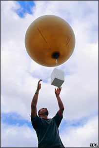 Launching a balloon. Image: David Hay Jones / Science Photo Library