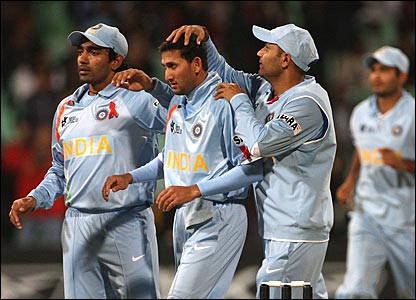Ajit Agarkar celebrates the wicket of Salman Butt