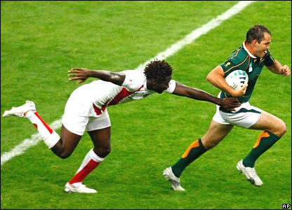 South Africa scrum-half Fourie du Preez breaks from Paul Sackey