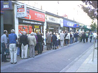 Queue outside Northern Rock branch in Kingston, Surrey