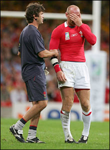 Gareth Thomas' legs go very wobbly after a collision with Stirling Mortlock
