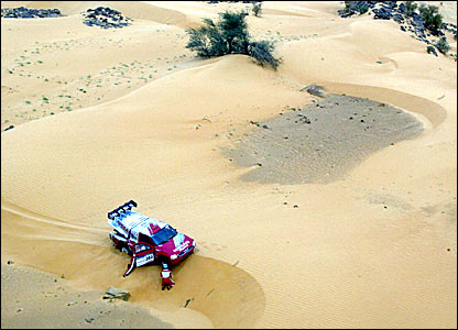 Colin McRae digs his Nissan out of trouble in the 2004 Paris-Dakar Rally