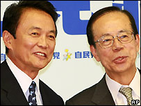 Taro Aso (left) and Yasuo Fukuda - 16/09/2007