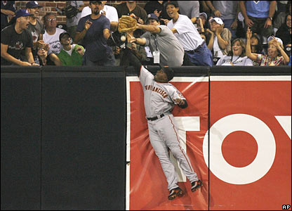 Barry Bonds attempts a catch
