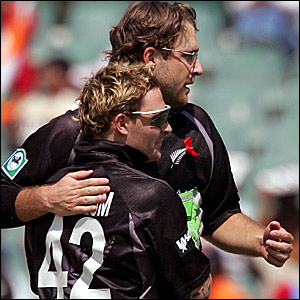 Daniel Vettori (back) is congratulated by Brendon McCullum after dismissing Irfan Pathan