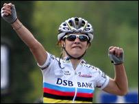 Marianne Vos celebrates victory in Nürnberg