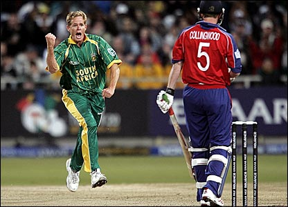 Shaun Pollock celebrates dismissing Paul Collingwood