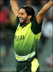 Afridi shows his delight during an excellent spell