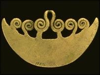 Cuchillo de bronce colgante  (Museo Peabody)
