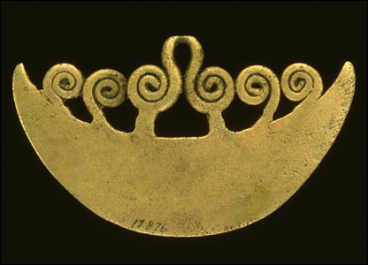 bronze knife pendant (image courtesy of Yale Peabody Museum)