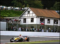 Heikki Kovalainen's Renault rounds La Source hairpin at the Belgian Grand Prix
