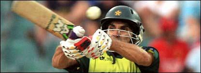 Misbah-ul-Haq pulls a short ball