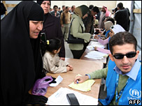An Iraqi woman speaks to a UNHCR worker (April 2007)