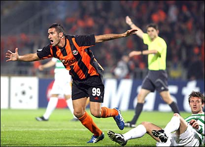 Cristiano Lucarelli scores Shakhtar Donetsk's second goal