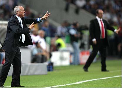 Porto's coach Jesualdo Ferreira and Rafael Benitez