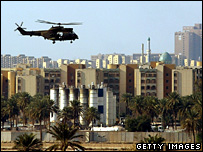 A helicopter flies over the Green Zone in Baghdad (22 March 2007)
