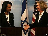 La ministra de Exteriores de Israel, Tzipi Livni (dcha) junto a la secretaria de Estado de EE.UU., Condoleezza Rice
