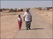 Residentes del campo de refugiados de Ruweished