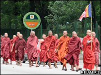 Monjes protestan en Rangún, septiembre de 2007