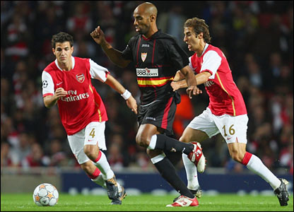 Frederic Kanoute launches an early attack