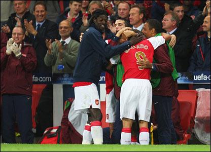 Arsenal celebrate Eduardo's goal
