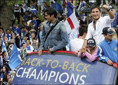 Paulo Ferreira and Frank Lampard enjoy an open-top bus parade to celebrate Chelsea's 2006 title triumph