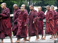 Buddhist monks protest in Rangoon, Burma - 19/9/07