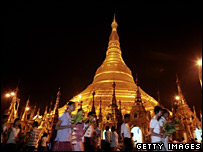The full moon festival at the Shwedagon Pagoda on 2 March 2007