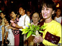 Detained leader Aung San Suu Kyi visits the pagoda in May 2002