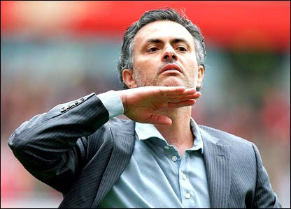 Jose Mourinho gestures to Arsenal fans after Chelsea draw at The Emirates