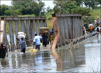 Aswa bridge under water [Pic: Hudson Apunyo]