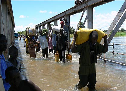 Flooded Aswa bridge [Pic: Hudson Apunyo]