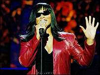 Gabrielle performs on the Michael Parkinson show, 2001