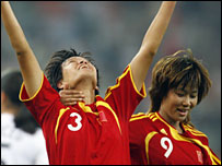 China's Li Jie (left) celebrates with team-mate Han Duan
