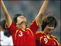 China's Li Jie (left) celebrates with team-mate Han Duan