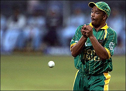 Vernon Philander drops a catch