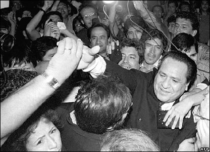 Former Peruvian Vice-President Maximo San Roman greets well wishers in April 1992 (file)