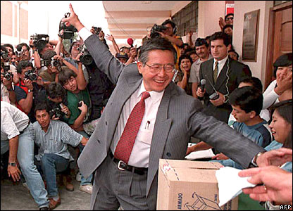 Mr Fujimori votes during general elections in April 1995 (file)
