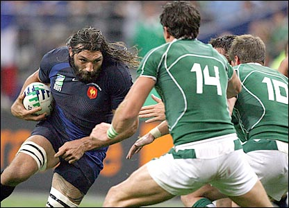 Sebastien Chabal takes on Shane Horgan and Ronan O'Gara