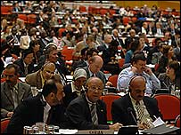 Delegados de diferentes países durante la conferencia de la IAEA (foto de Naciones Unidas)