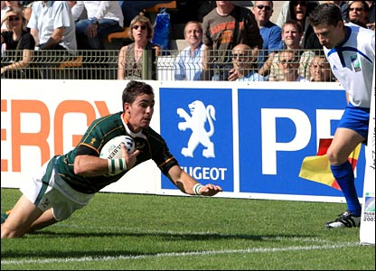South Africa's Ruan Pienaar dives over for a try in front of touch judge Paul Mark